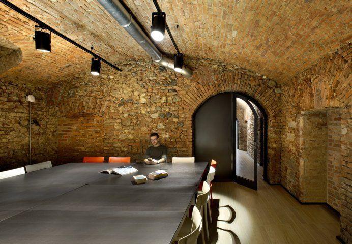Stanza dedicata allo studio nel palazzo di via Palestro 3 a Torino