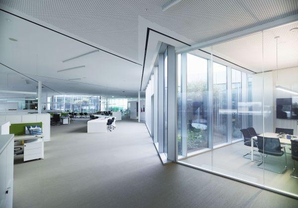 Massima illuminazione e uffici open space per la nuova sede ab medica