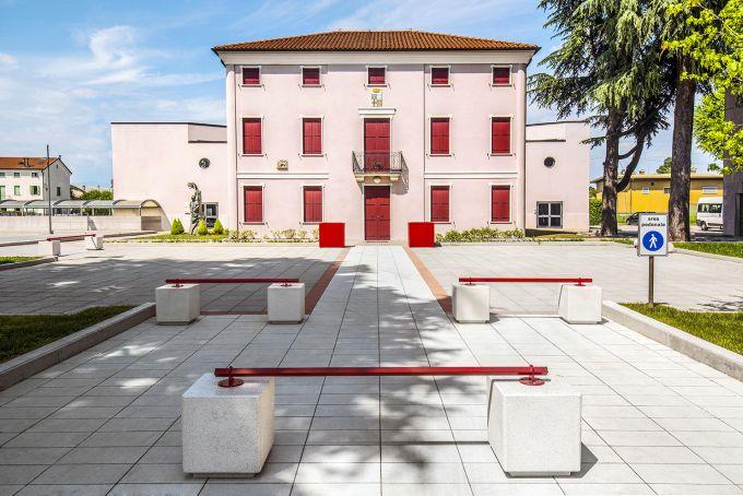 BIG per il piazzale antistante il municipio di Villa del conte in provincia di Padova