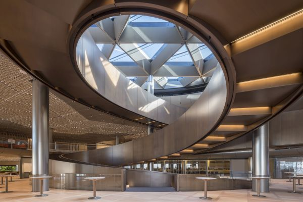 Il vortice che caratterizza l'ingresso della nuova sede Bloomberg a Londra