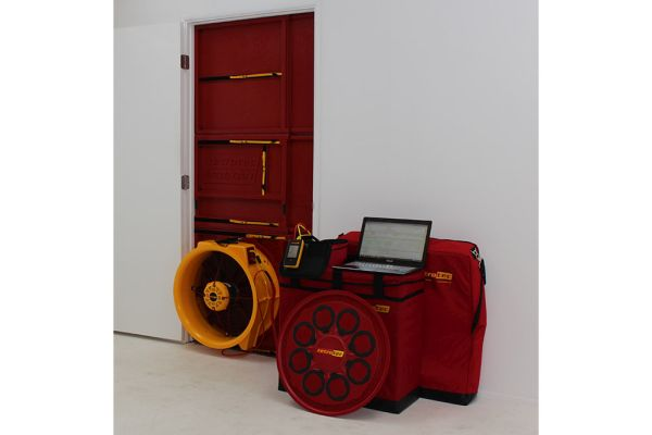 Blower door test Retrotec