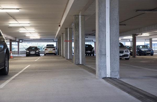 Parcheggio sotterrano con coprigiunti