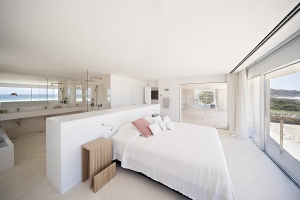 Camera da letto con vista sull'oceano