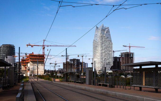 Casablanca Finance Tower: motivi geometrici e schermo reticolare in legno