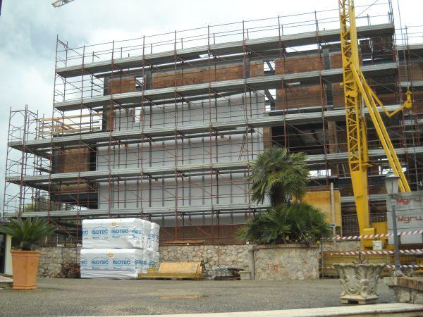 Sistema ISOTEC PARETE per l'isolamento termico dell'involucro di una nuova abitazione a Cisterna Latina