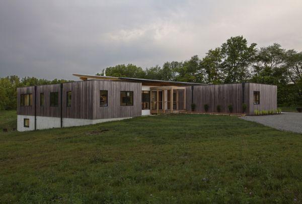 Haus firma la villa dal design moderno immersa nella natura