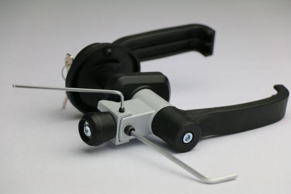 DN ISO ADJ, nuova maniglia brevettata a scrocco rotante regolabile di Prolam