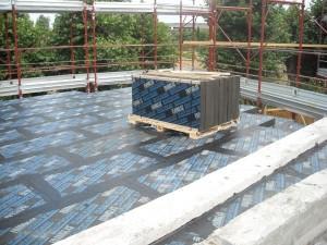 La posa dei pannelli di Foamglas® in copertura