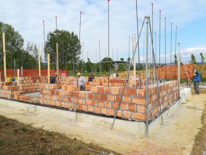 Il sistema di Fornaci Laterizi Danesi Normablok Più S40 MA per la realizzazione di un edificio r a Moniga del Garda