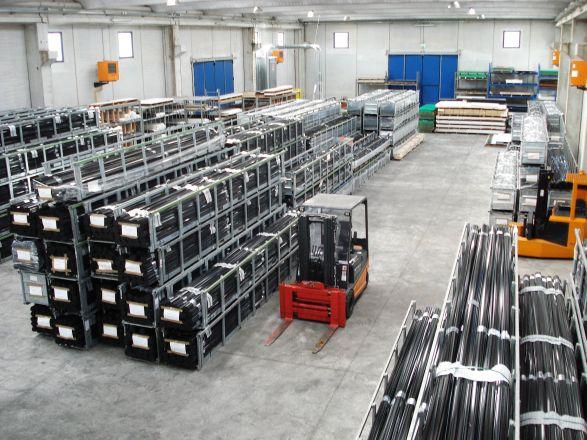Il deposito di Cassino a Piedimonte S. Germano (FR) con un'area di circa 1200 mq di cui 1000 coperti  dedicati esclusivamente allo stoccaggio del materiale, ricopre un ruolo centrale per   la disponibilità dei materiali e l'ottimizzazione dell'efficienza logistica dell'azienda.