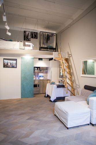 Milano Abita, durante il Salone del Mobile un'ex ferramenta diventa un monolocale di lusso