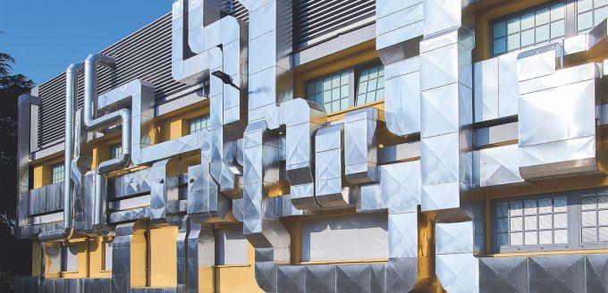Architettura industriale per la facciata della sede milanese di Lofarma