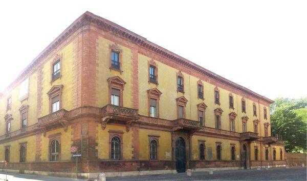 Il fronte principale di Palazzo Gulinelli a Ferrara - crediti Binario  Lab