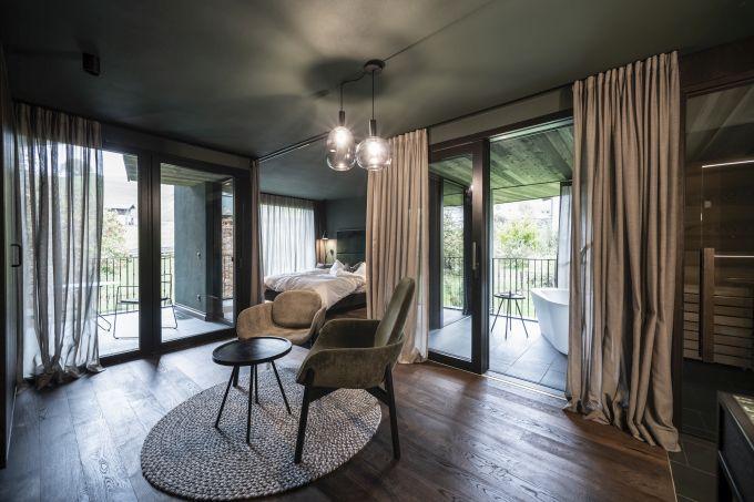 Le ampie vetrate delle nuove suite Floris del Parc Hotel Florian a Siusi