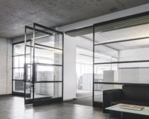 System M, FritsJurgens perfeziona il design della porta a bilico