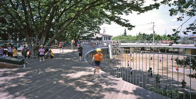 La scuola Fuji Kindergarten con tetto ovale