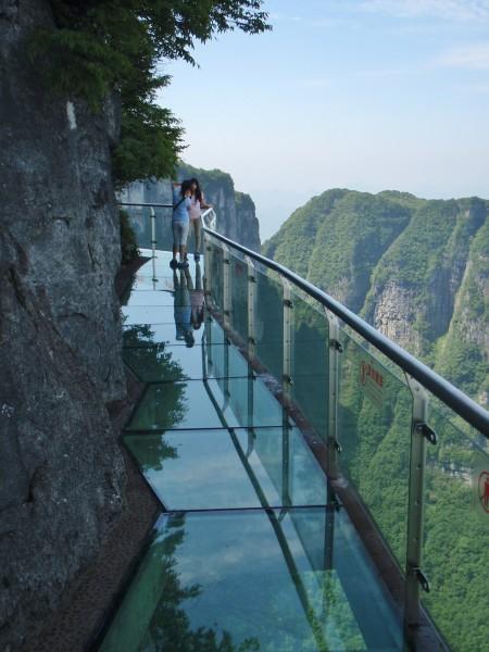 Ponte sospeso in vetro TIANMEN MOUNTAIN, Zhangjiajie, Hunan, Cina