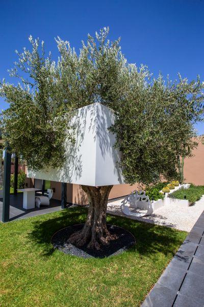 HI-MACS® è stato impiegato sia per gli interni sia per gli spazi esterni del Resort Les Olivades Marrakech