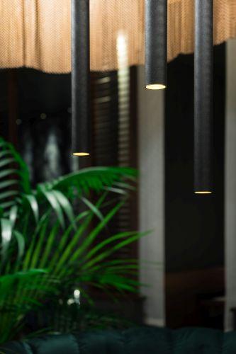 Lampada Baton_P di Linea Light Group per  il ristorante Nishiki a Milano
