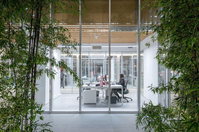 Grandi trasparenze e illuminazione naturale per il Nuovo Headquarter Iperceramica