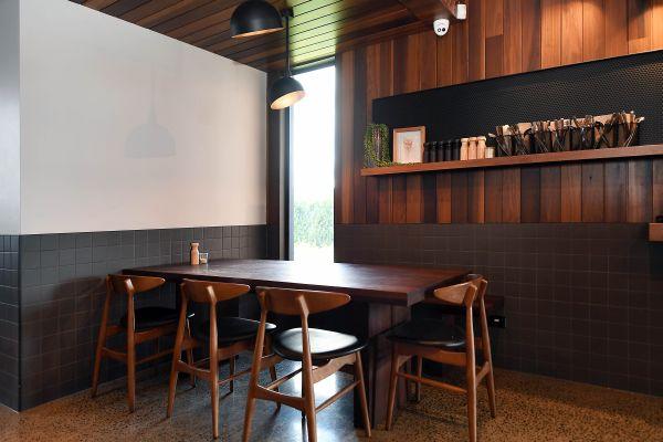 Atmosfera calda e accogliente per l'interno della caffetteria Hungry Fox di Melbourne