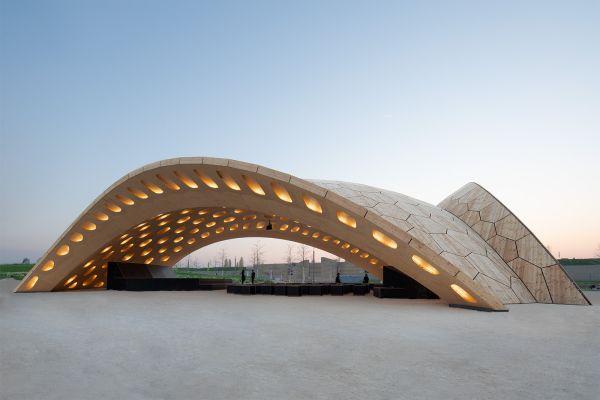 Un padiglione in legno realizzato con tecnologia robotizzata a Heilbronn
