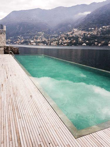 I supporti PEDESTAL LINE di Impertek per la piscina de Il Sereno