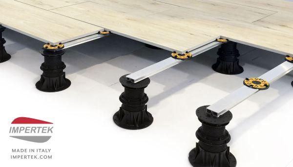Per la posa sopraelevata di pavimentazioni in decking o o piastre in pietra e ceramica, di qualsiasi dimensione, nasce Rail System