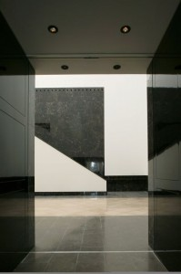 Dixon Jones Limited: The National Gallery, East Wing, London, UK Marmo: Noir St.Laurent, Chateaux Jaune