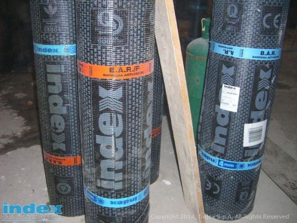 Radon Barrier di Index è la membrana isolante costituita da un tessuto non tessuto di poliestere elastico