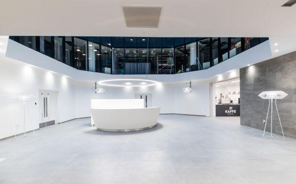 Per il progetto di restyling del Blue Leanie Building è stata scelta la collezione effetto cemento Moov