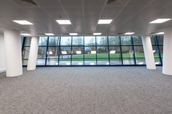 Per il progetto inglese Blue Leanie Building è stata scelta la collezione effetto cemento Moov di Ceramiche Keope