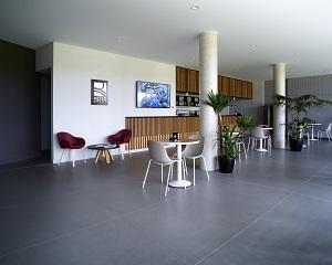 Pavimento in gres Elements Design per il Centro ricreativo di Reale Mutua
