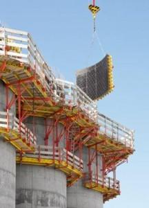 Soluzione ottimale per il cantiere: passerelle di ripresa con mensole CB e moduli VARIO GT 24 centinati per le pareti.
