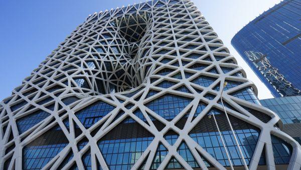 La griglia esterna in acciaio del Morpheus Hotel a Macau