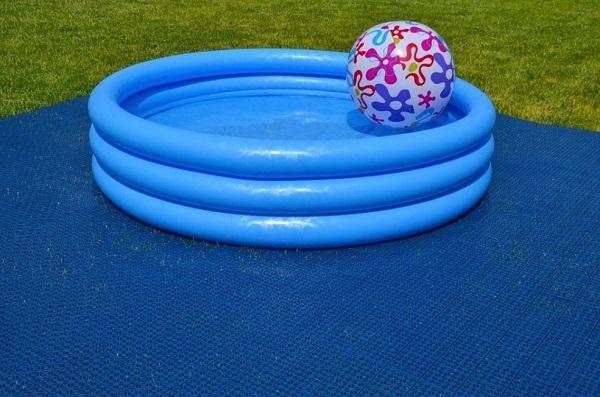 Multi-P, pavimentazione in plastica blu