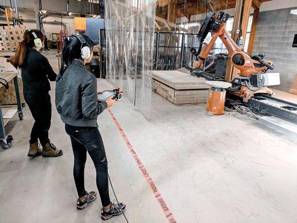 Installazione in legno Wander Wood realizzata con un robot industriale