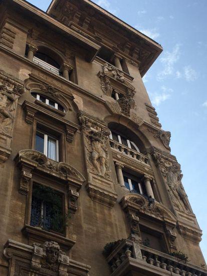Palazzo degli Ambasciatori nel quartiere Coppedè a Roma