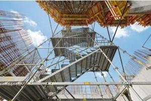 Sicura e comoda: scala PERI UP Rosett Flex in acciaio con gradini larghi 1 m e pianerottoli indipendenti