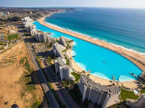 La piscina più grande del mondo ad Algorrobo, Cile
