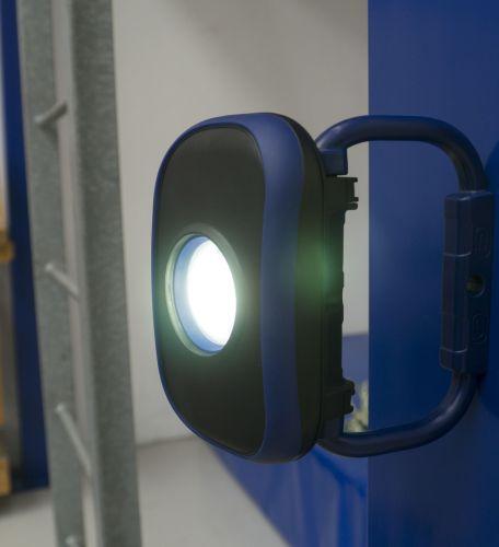 Ottima illuminazione con la lampada per il cantiere Pocket Flooder Light