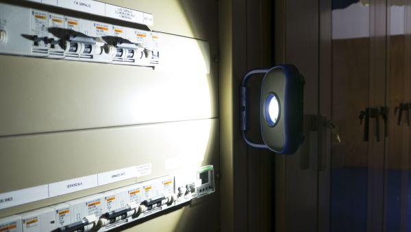 La lampada di Berner Pocket Flooder illumina fino a 2 metri
