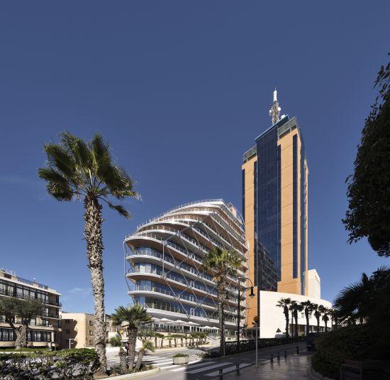 Portomaso Cafè di Malta: un edificio a vela tra acciaio e vetro