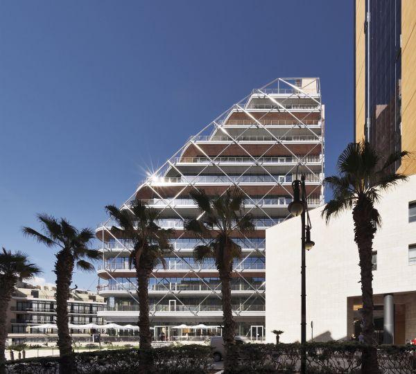 Portomaso Cafè: un edificio a vela tra acciaio e vetro dalla forma di vela