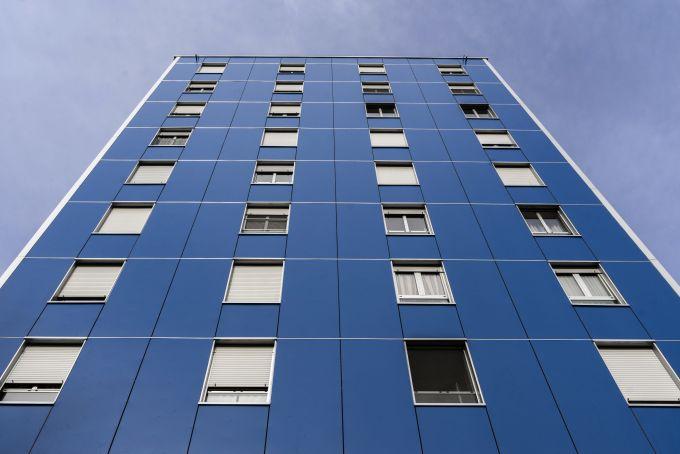 Il sistema di facciata ventilata Redair di Rockwool è stato utilizzato nella riqualificazione di un condominio di dieci piani a Cologno Monzese
