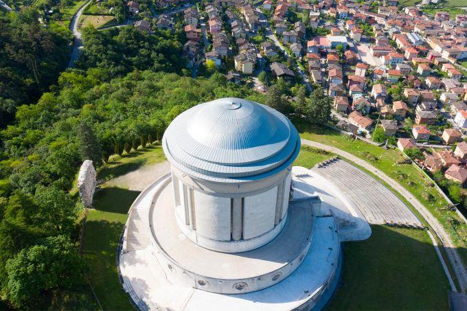 La cupola di Castel Dante con copertura in lamiera di zinco-titanio di Zintek