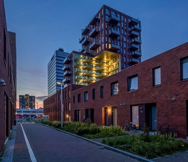 Progetto di torre residenziale con illuminazione in facciata
