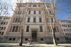 Il Liceo Statale Carlo Tenca di Milano sceglie Rockfon: comfort acustico e sicurezza antisfondellamento in un'unica soluzione