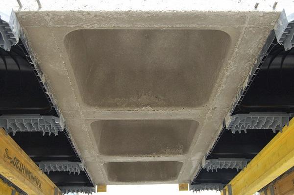 vista inferiore del solaio posato con casseri skydome