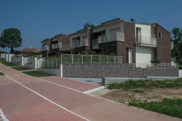 Ingresso nuovo edificio a Savignano sul Rubicone